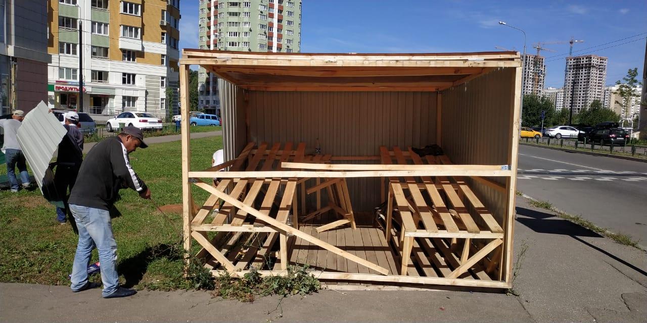 Объект несанкционированной торговли вблизи улицы Московская, дом 3А.