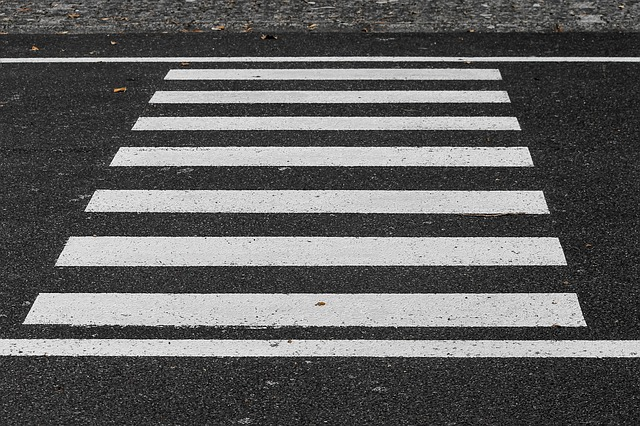 crosswalk_3712127_640_0.jpg