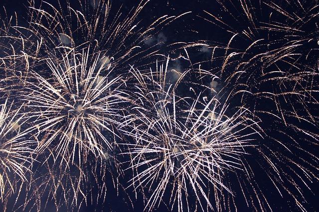 fireworks_572453_640_0.jpg